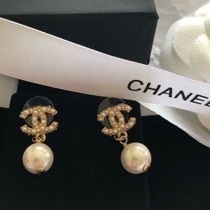 AUTHENTIC CHANEL PEARL EARRINGS